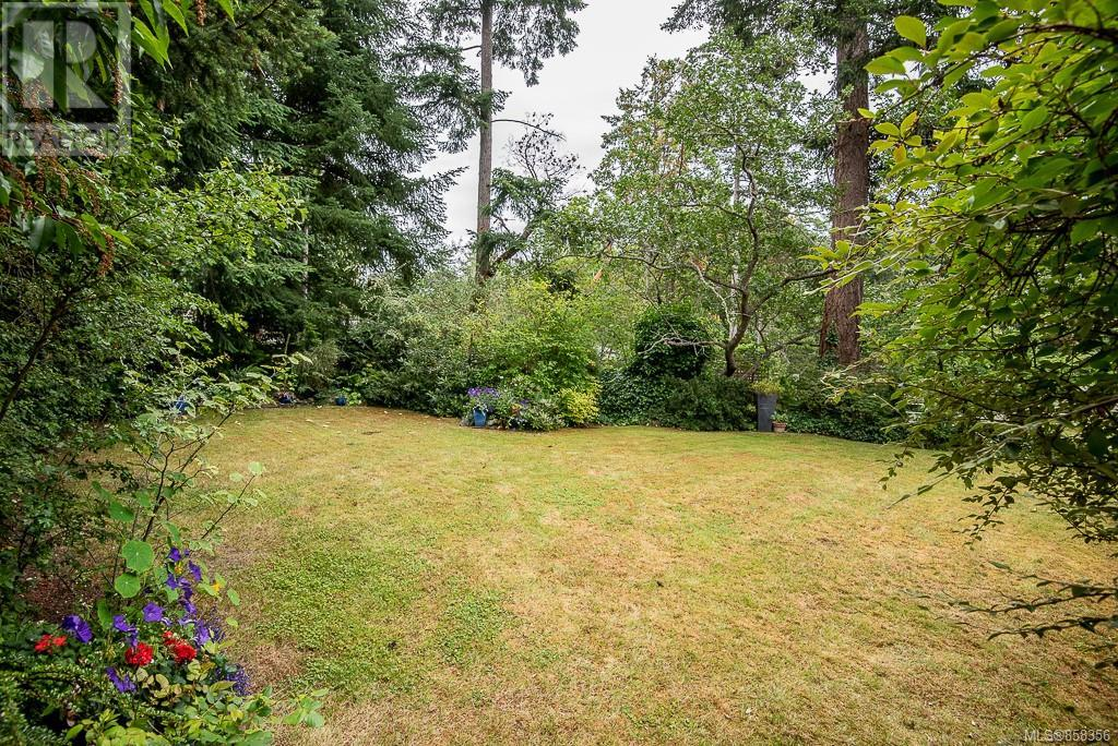 2640 Macdonald Dr E, Saanich, British Columbia  V8N 1X9 - Photo 35 - 858356