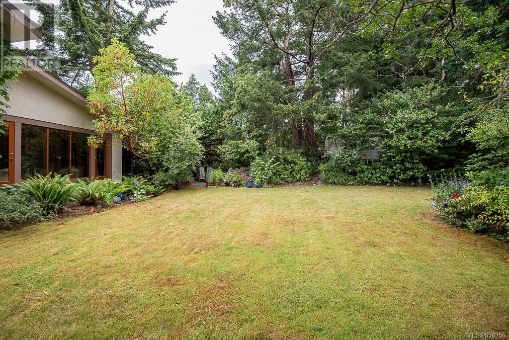 2640 Macdonald Dr E, Saanich, British Columbia  V8N 1X9 - Photo 39 - 858356