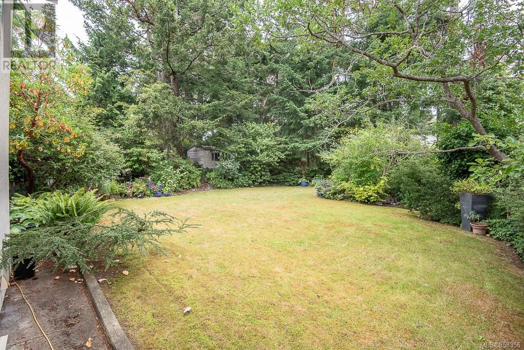 2640 Macdonald Dr E, Saanich, British Columbia  V8N 1X9 - Photo 40 - 858356