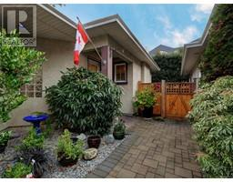 3 9883 Fifth St, sidney, British Columbia